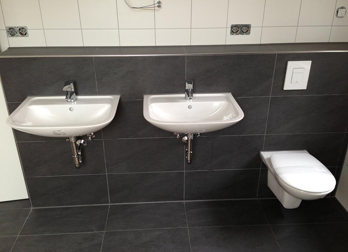 badezimmer-neubau-und-renovierung-mit-doppeltem-waschbecken