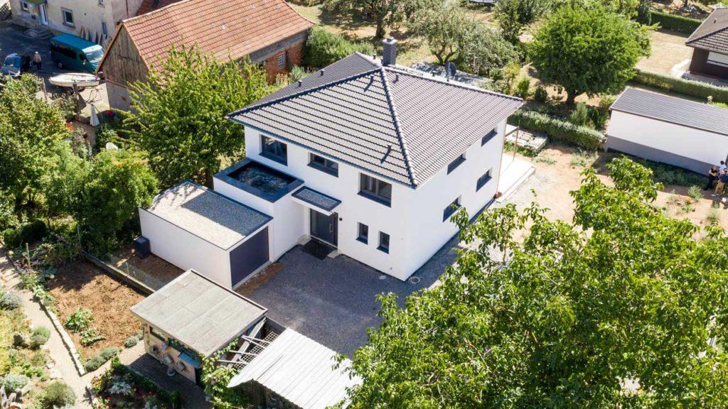 Einfamilienhaus mit Fertiggarage der Firma Ziegel-Element Haus
