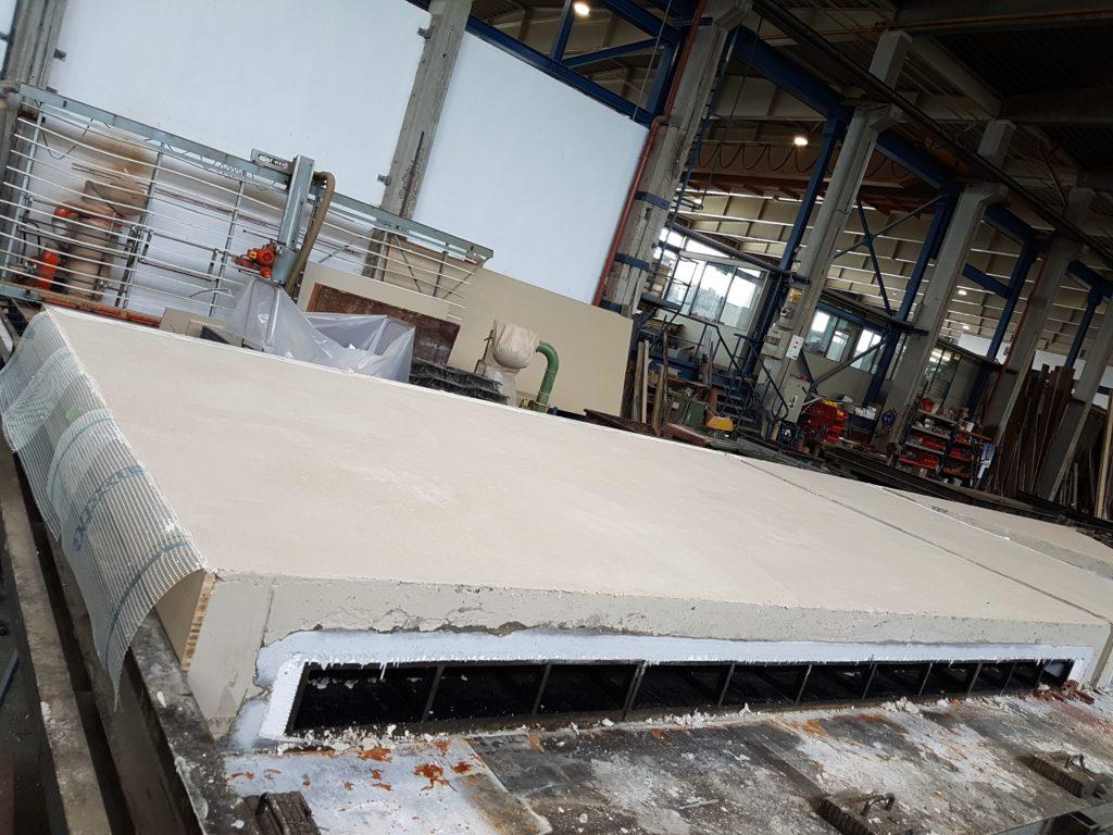 Herstellung einer Rötzer-Hybridwand im Werk in Rötz