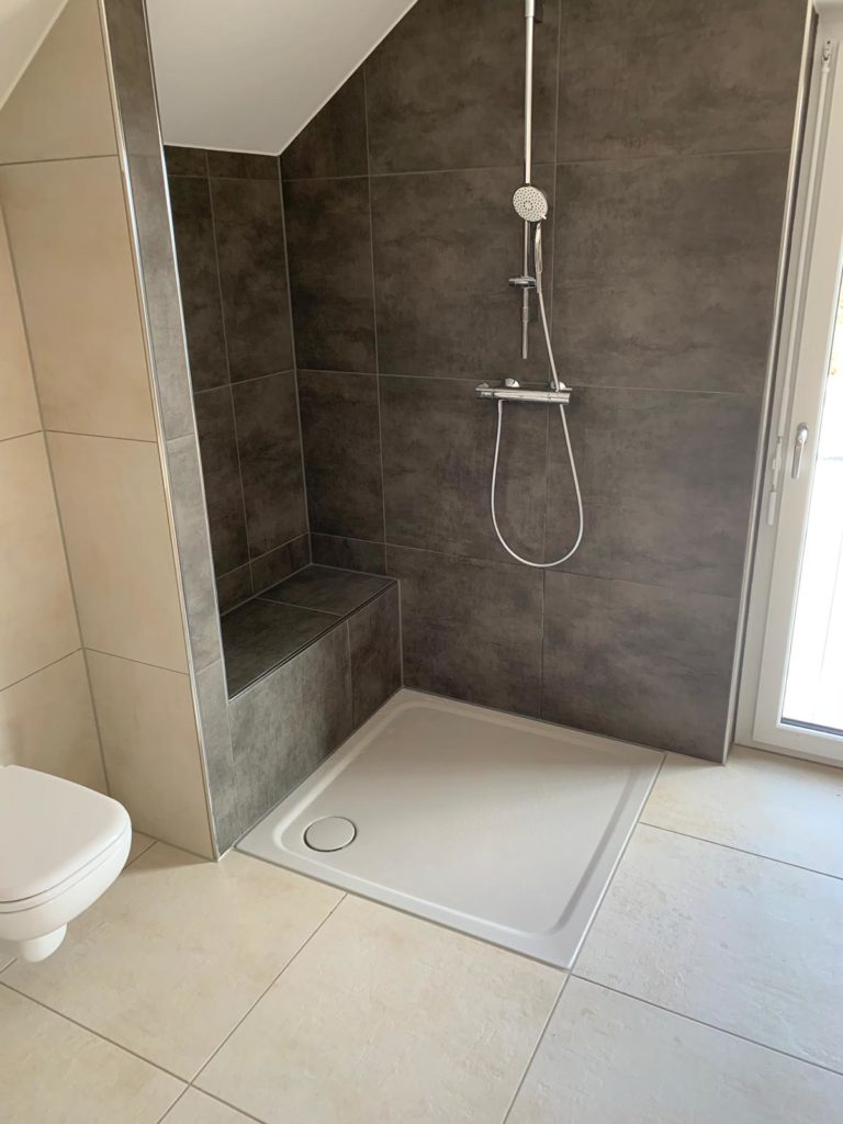 Altersgerecht bauen: Badezimmer mit ebenerdiger Dusche
