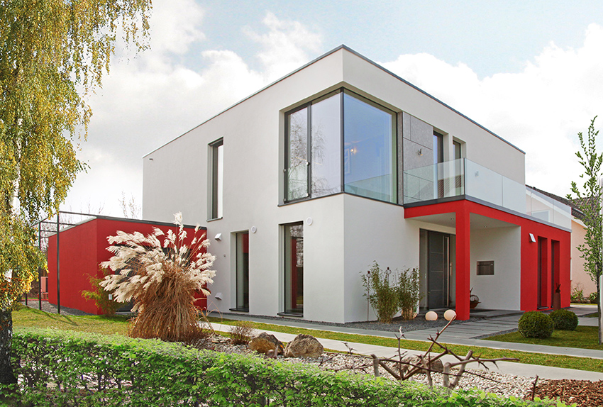 Rötzer Musterhaus mit überdachtem Hauseingang