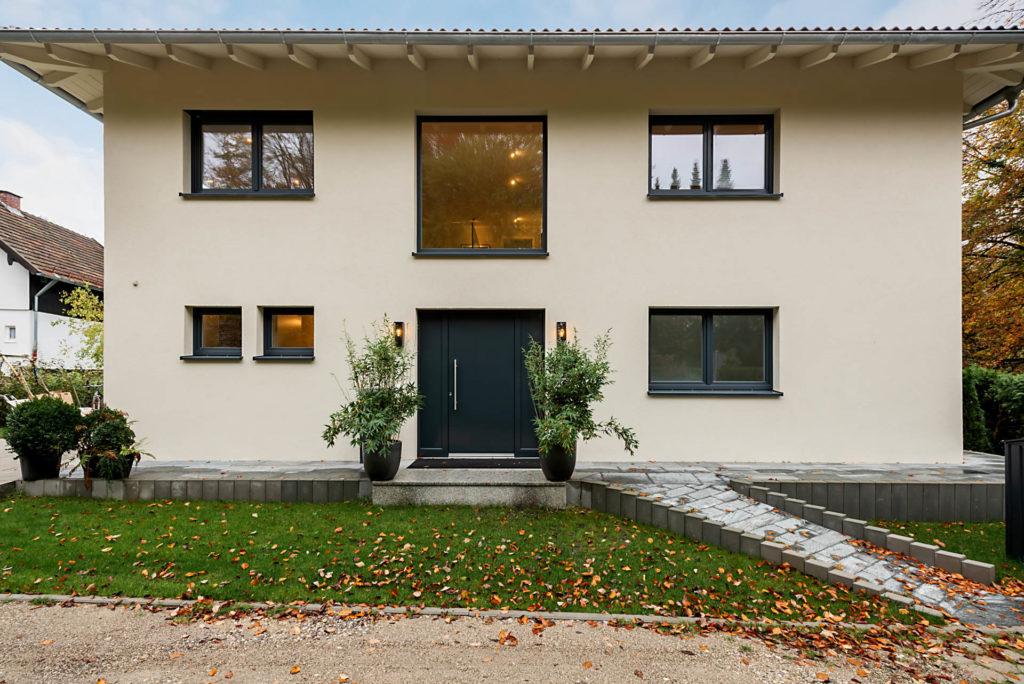 Einfamilienhaus von Rötzer mit barrierefreiem Hauseingang