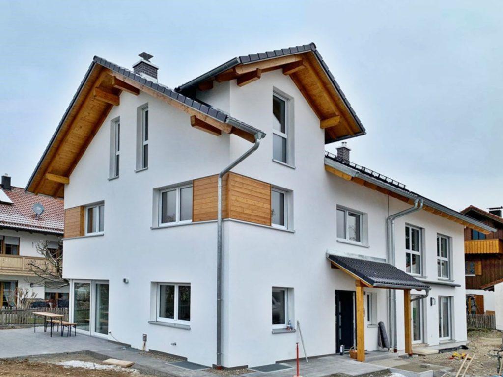 Rötzer Ziegelelement-Haus mit Vordach